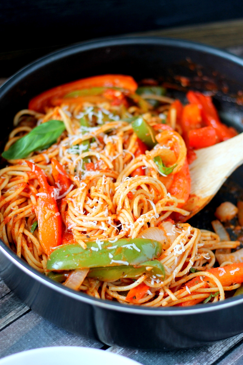 Easy Spaghetti Recipe with Peppers and Onions