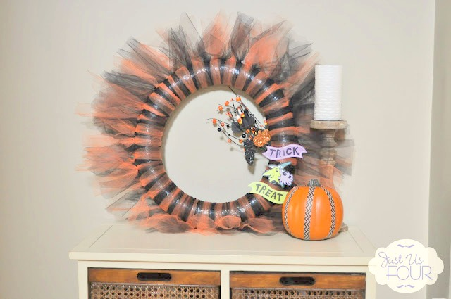 Super cute Halloween tulle wreath