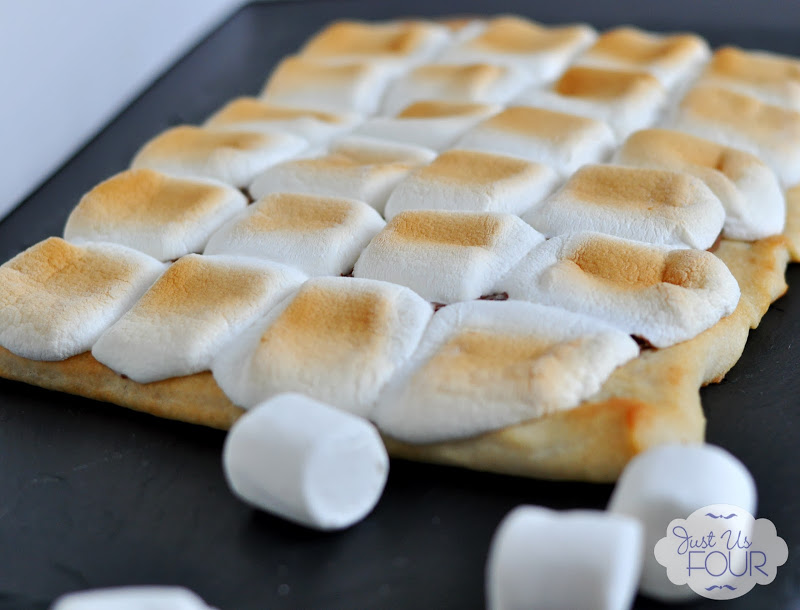 S'mores Pizza #recipes #dessertpizza #s'mores