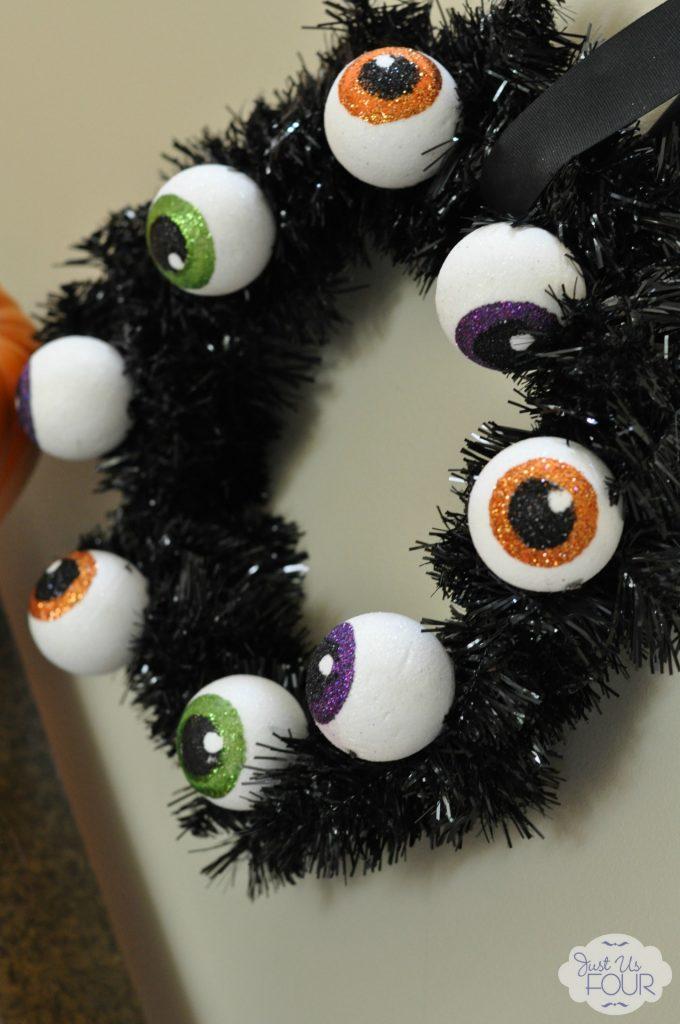 Spooky Eyeball Wreath Angled_wm