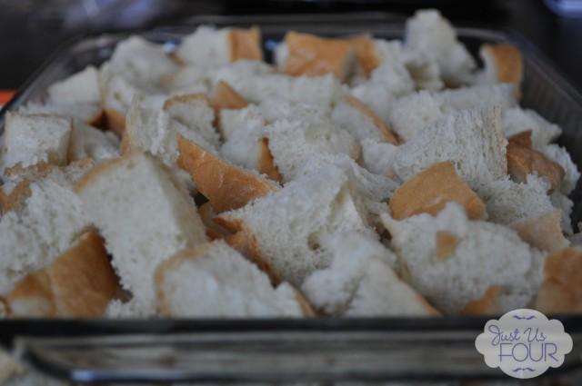 bread cubes in pan_wm