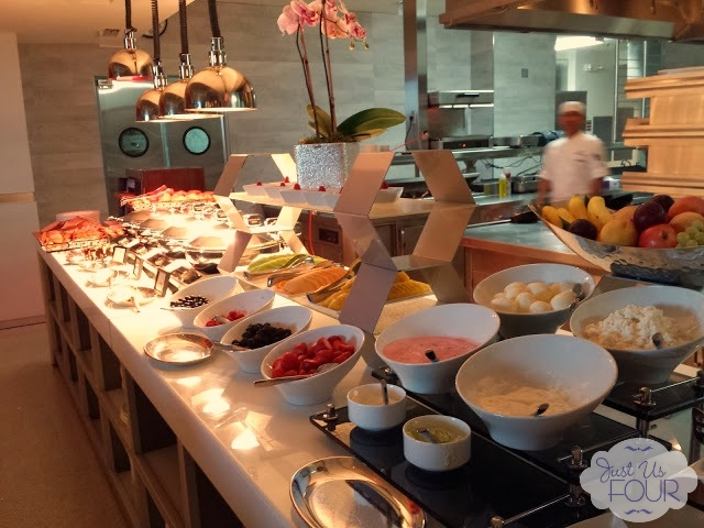 Ritz Carlton Breakfast_wm