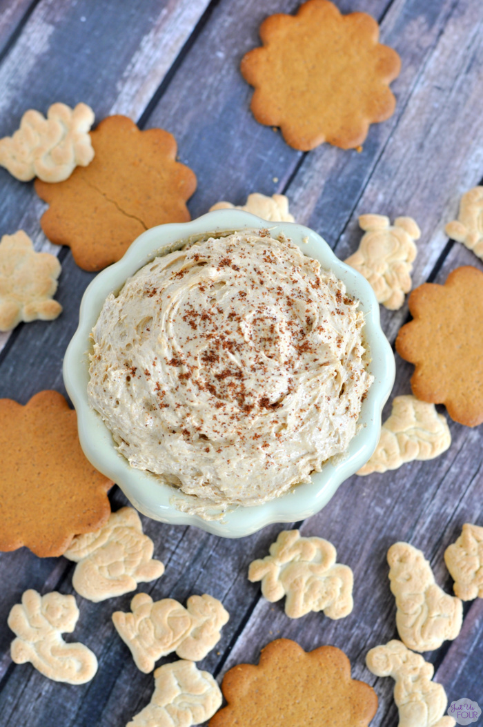You only need 4 ingredients to make this amazing pumpkin pie dip.