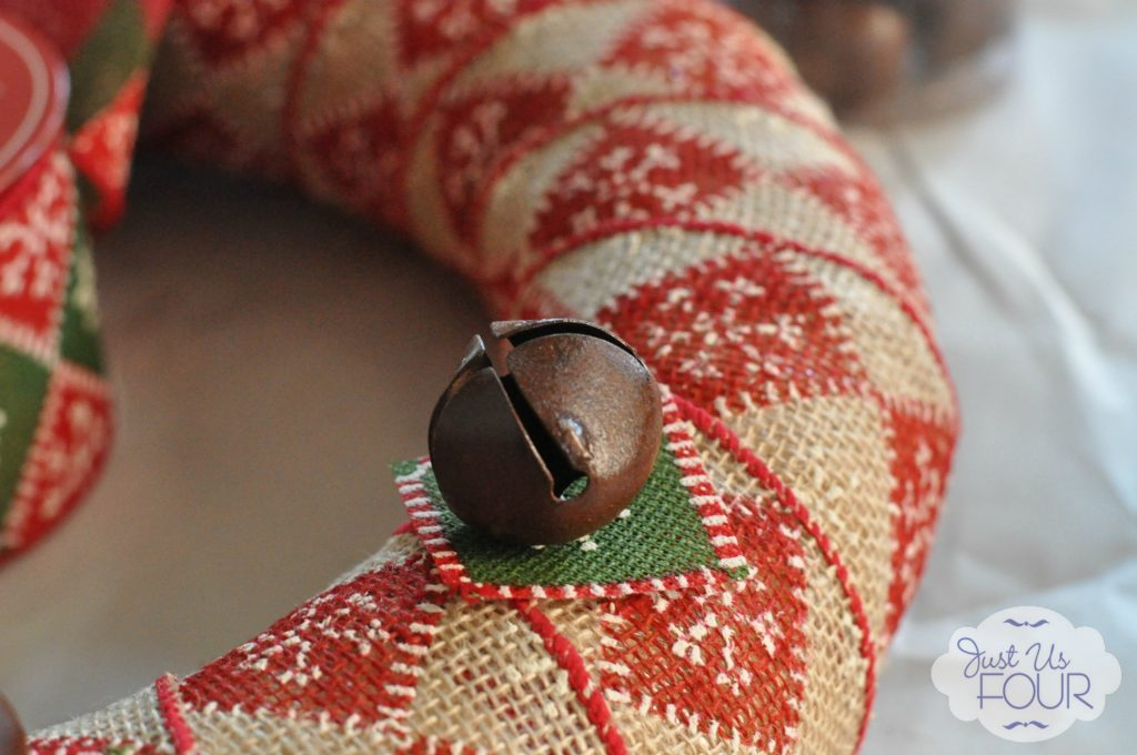 bell on burlap wreath_wm