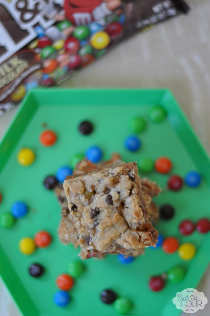 Amazing Salted Caramel M&M Bars #BakingIdeas