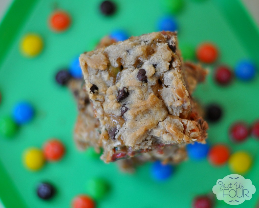 Delicious Salted Caramel M&M Bar Recipe #BakingIdeas