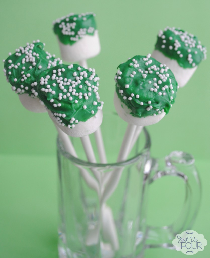 St. Patrick's Day Marshmallow Pops #stpatricksday #desserts #marshmallows