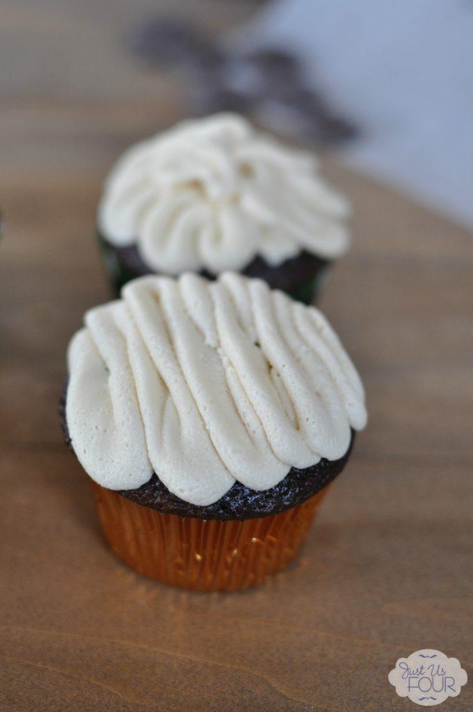 Amazing Guinness Cupcakes with Irish Cream Frosting #desserts # recipes #boozybaking #StPatricksDay
