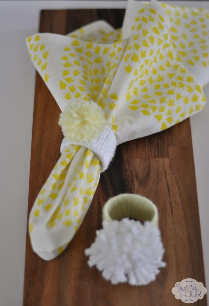Pom Pom Napkin Rings #crafts #yarncrafts #pompoms