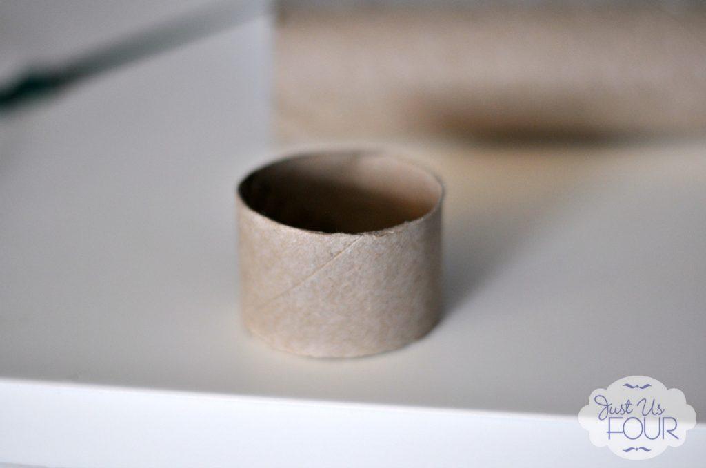 pom-pom-napkin-ring-ring_wm