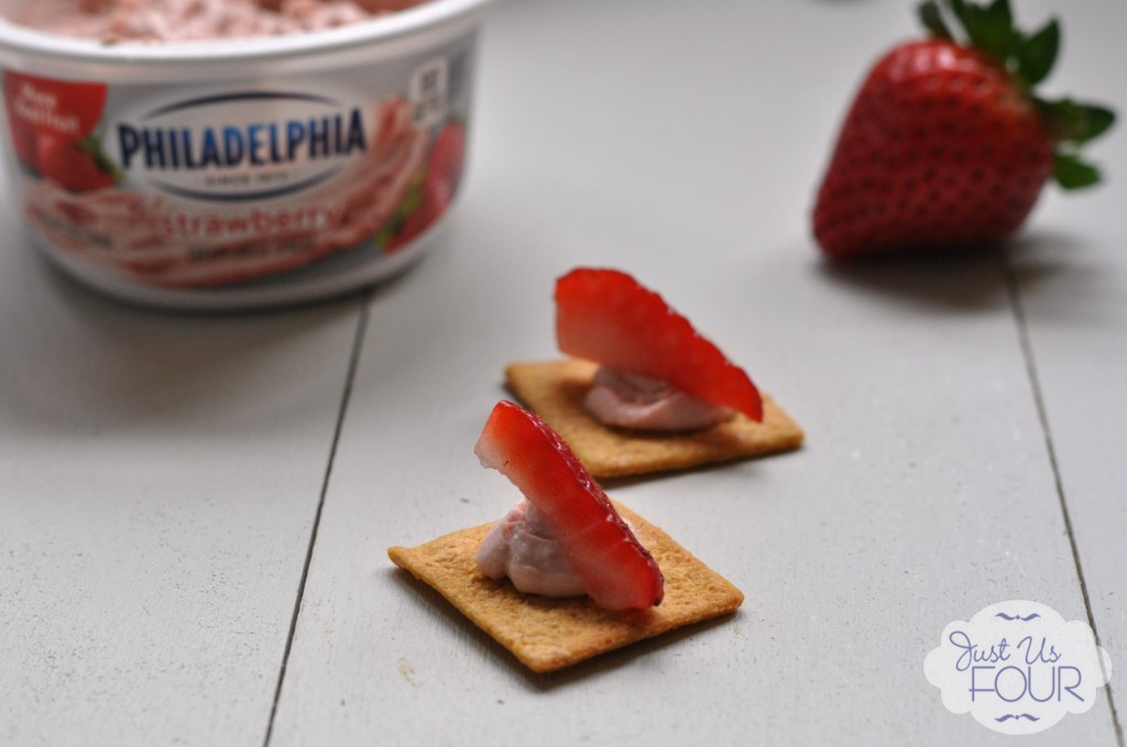Strawberry Cream Cheese Crackers #snacks #recipes #SpreadtheFlavor #cbias