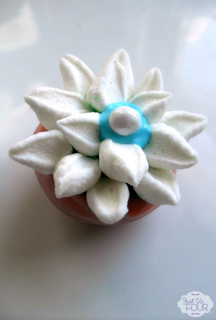 Gorgeous Spring Flower Cake Balls #cakeballs