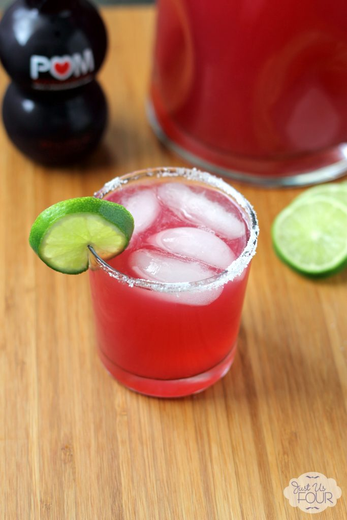 Just three ingredients to make this pomegranate margarita recipe! #cocktails #drinkrecipes