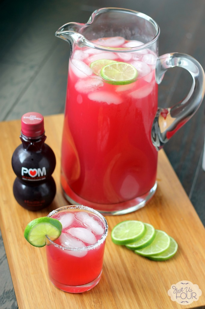 A delicious pomegranate margarita recipe with only three ingredients! Yes, please! #drinkrecipes #cocktails