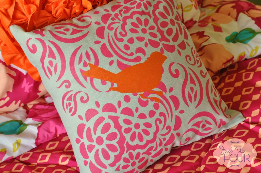 tulip-stenciled-pillow-2