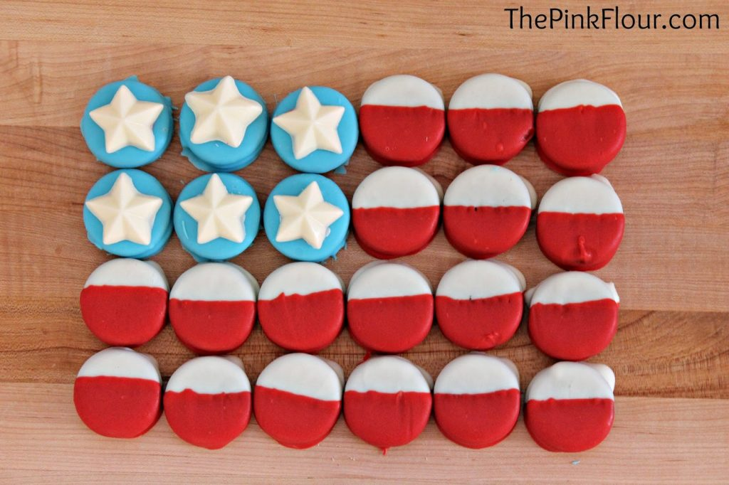 11 - The Pink Flour - American Flag Dipped Oreos