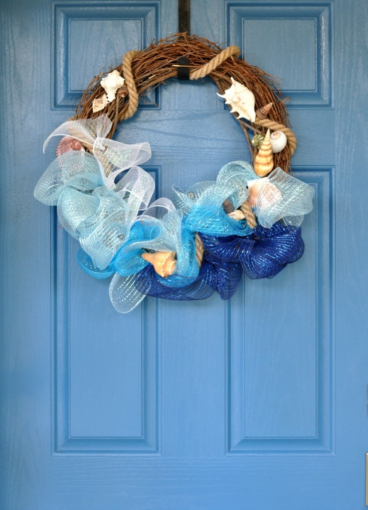 This wreath looks so simple to make but really celebrates summer!