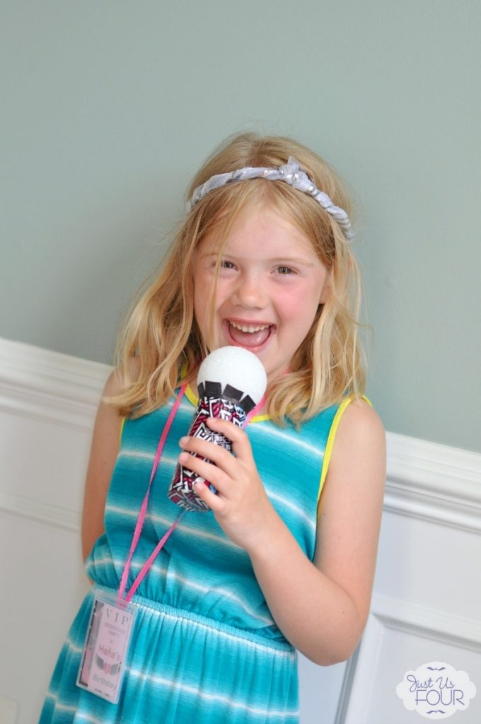 Super cute {and customizeable} toy microphone for less than $5