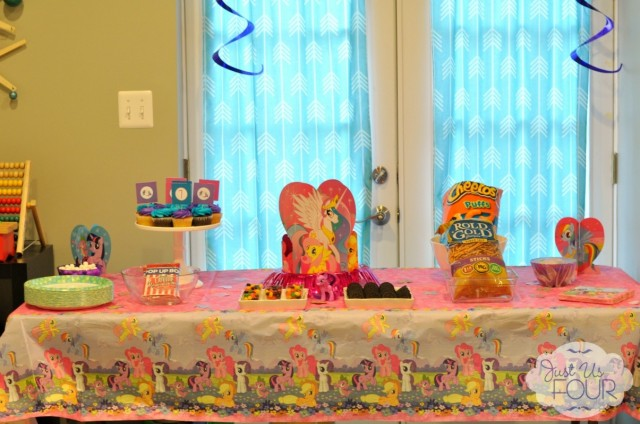 h-my-little-pony-party-table_wm