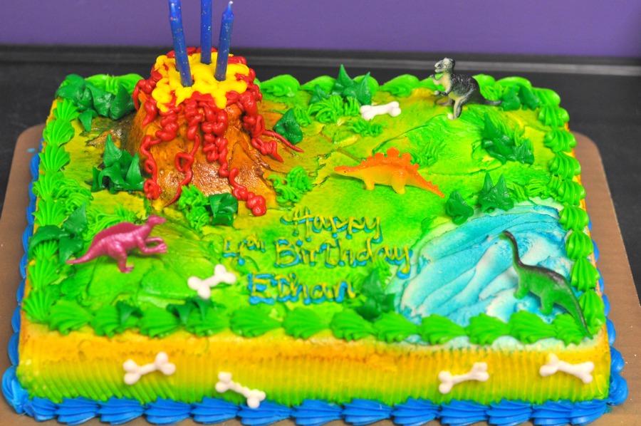 sheet-cake-with-dinos