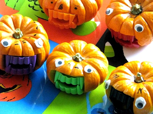 05 - Gluesticks - Little Vampire Pumpkins