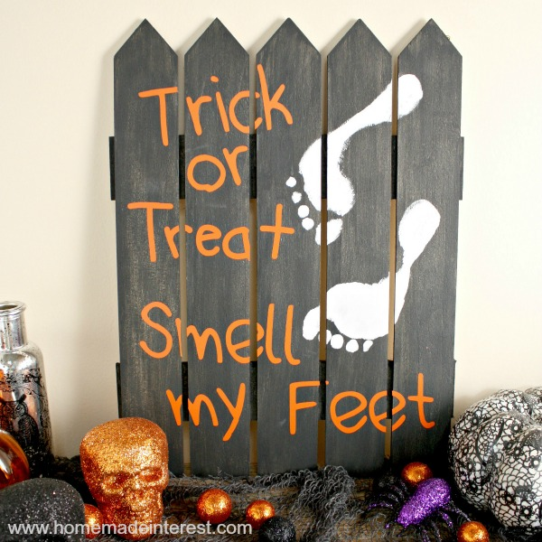 21 - Home.Made.Interest - Halloween Footprint Sign