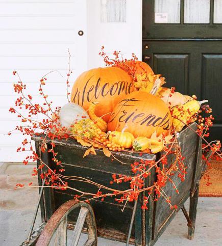 38 - Midwest Living - Welcome Pumpkin barrel