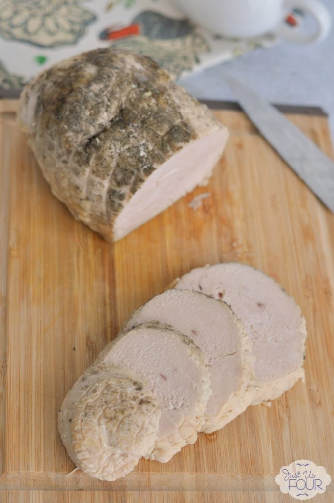 I am so making this for Thanksgiving: a perfectly cooked turkey breast in the crockpot!