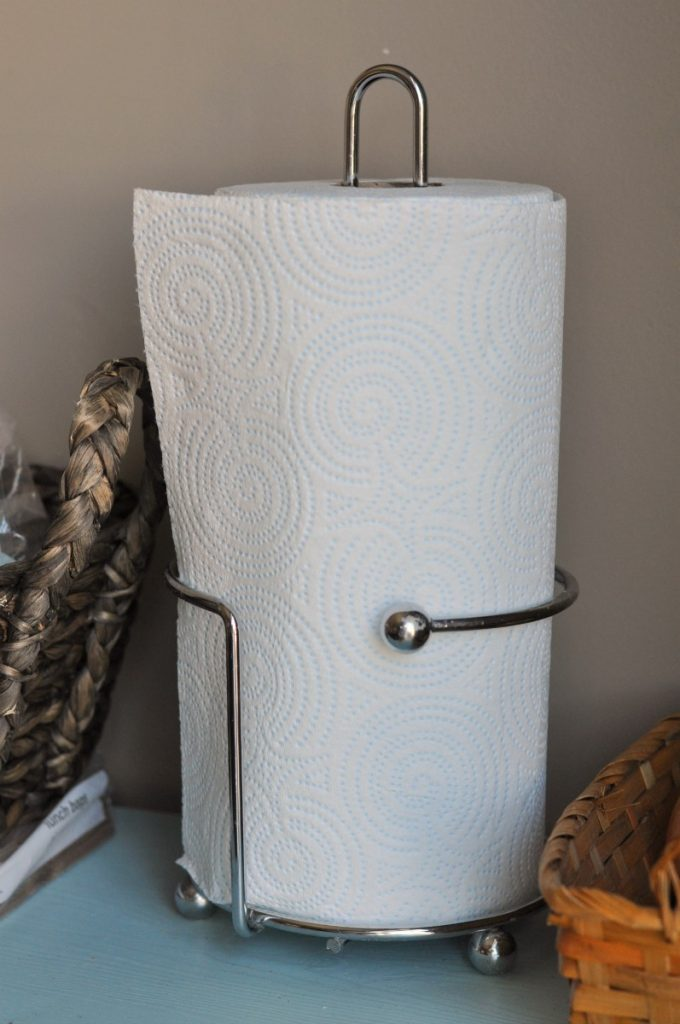 sparkle-paper-towel-on-holder