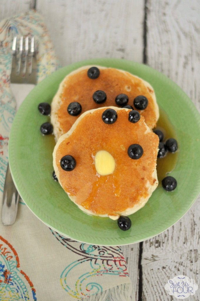 Vanilla Pancakes with Blueberries