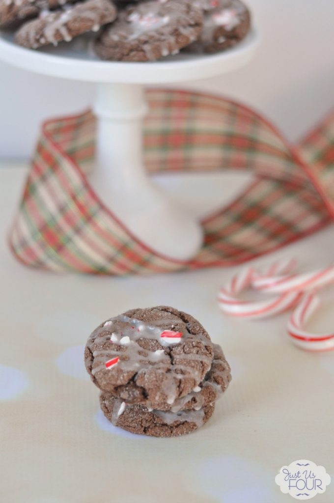 I totally want one of these peppermint chocolate cake mix cookies right now. They look so yummy.