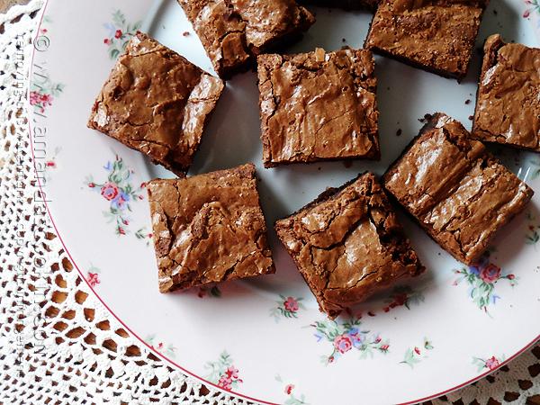16 - Amandas Cookin - Fudgy Blender Brownies