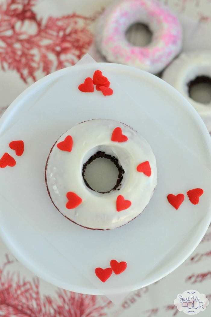 These baked red velvet donuts are so easy and taste amazing. I am so making these for Valentine's Day!