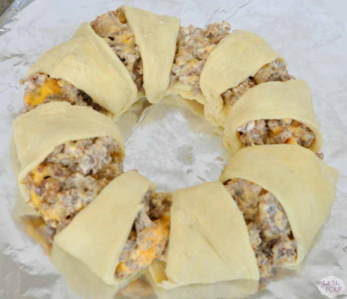Cheesy-Sausage-Crescent-Brunch-Ring-4