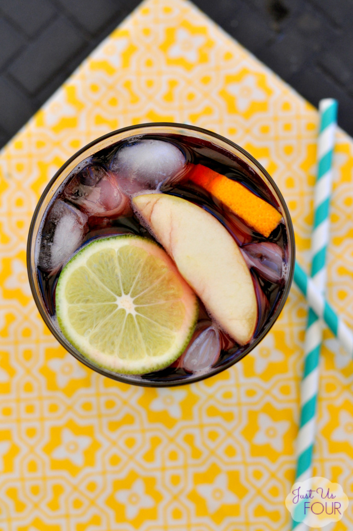 Easy Three Ingredient Sangria: Rioja Libre