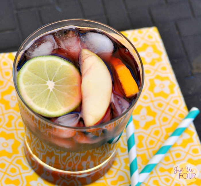 Three Ingredient Sangria: Rioja Libre Recipe