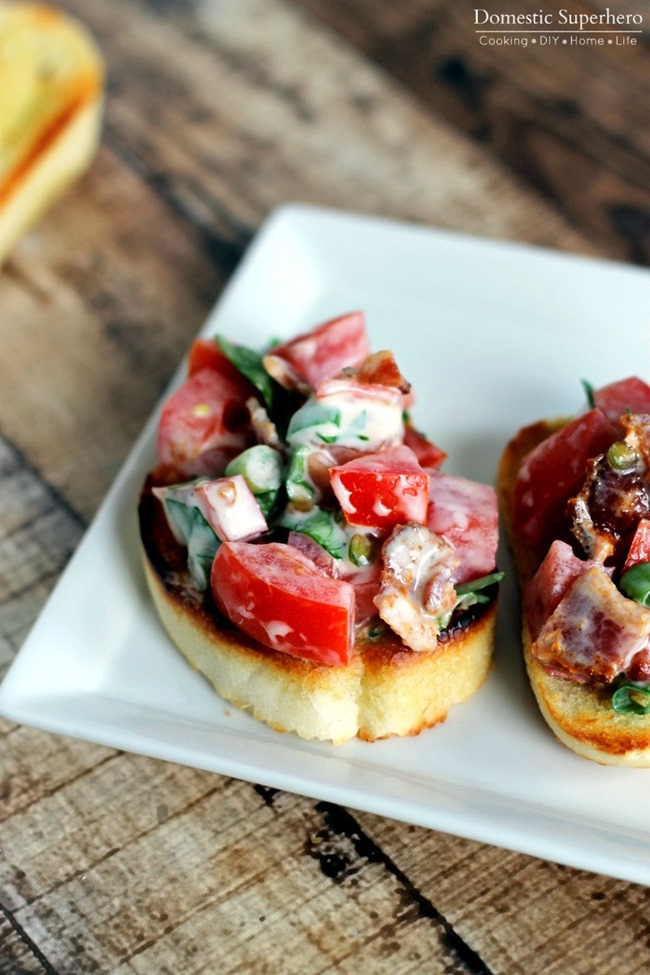 Creamy BLT Bruschetta - only a handful of fresh ingredients and seriously delicious!