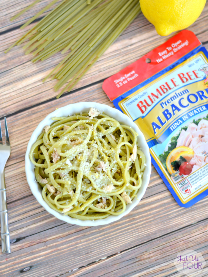 Lemon tuna linguine is the perfect easy recipe for any night of the week. It takes 5 ingredients and 15 minutes to get you a delicious, protein packed meal.