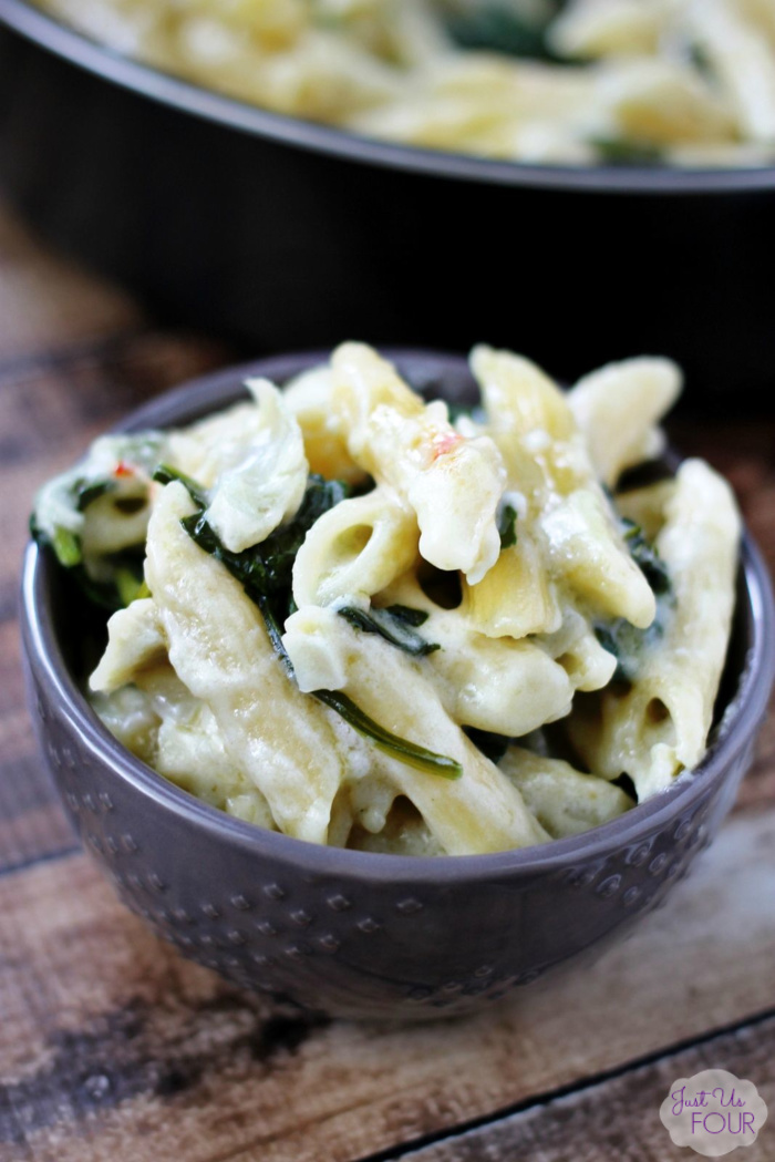 Insanely delicious and ridiculous easy meet in this recipe for one pot spinach artichoke pasta.