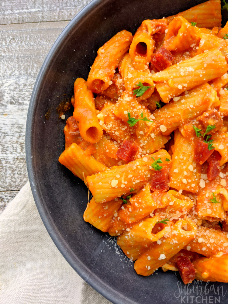 Rigatoni pasta with pizza sauce